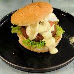 hamburger-met-bearnaisesaus-en-eiersalade